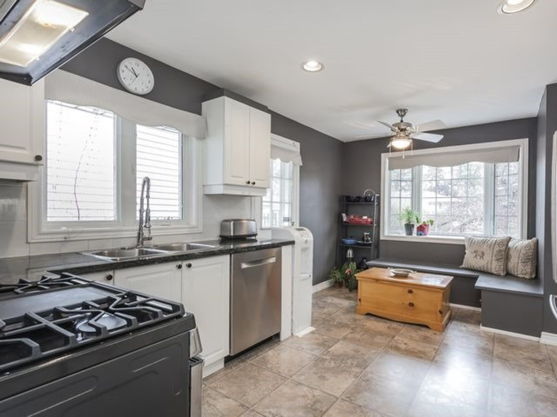 99 at SALE #454 - 53 Sumner Heights Drive, Bayview Village, Toronto
