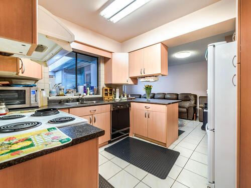 1515-duthie-ave-burnaby-bc-v5a-010-010-kitchen-mls_size at 1515 Duthie Avenue, Sperling-Duthie, Burnaby North