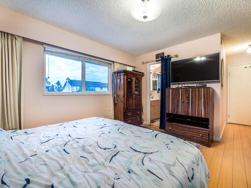 1515-duthie-ave-burnaby-bc-v5a-015-016-bedroom-mls_size at 1515 Duthie Avenue, Sperling-Duthie, Burnaby North