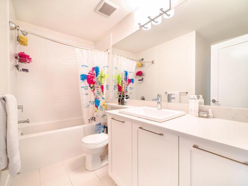 7979-152-st-surrey-bc-v3s-017-009-bathroom-mls_size at 23 - 7979 152 Street, Fleetwood Tynehead, Surrey