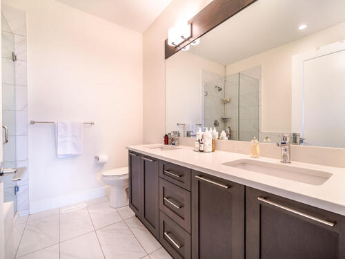 7979-152-st-surrey-bc-v3s-018-013-bathroom-mls_size at 23 - 7979 152 Street, Fleetwood Tynehead, Surrey
