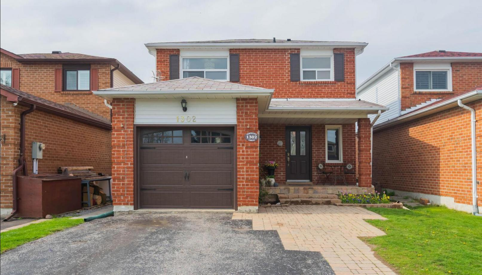 1302 Ferncliff Circle, Liverpool, Pickering