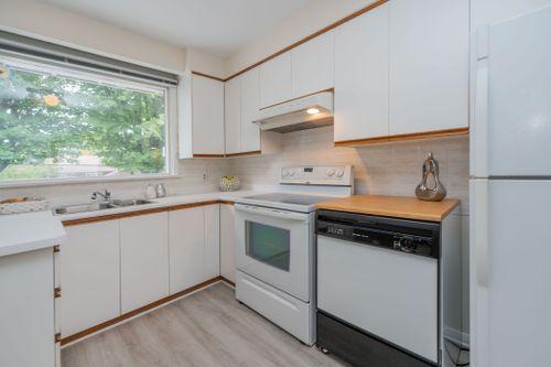 51-caronport-crescent-print-021-034-kitchen-4200x2800-300dpi at 51 Caronport Crescent, Parkwoods-Donalda, Toronto