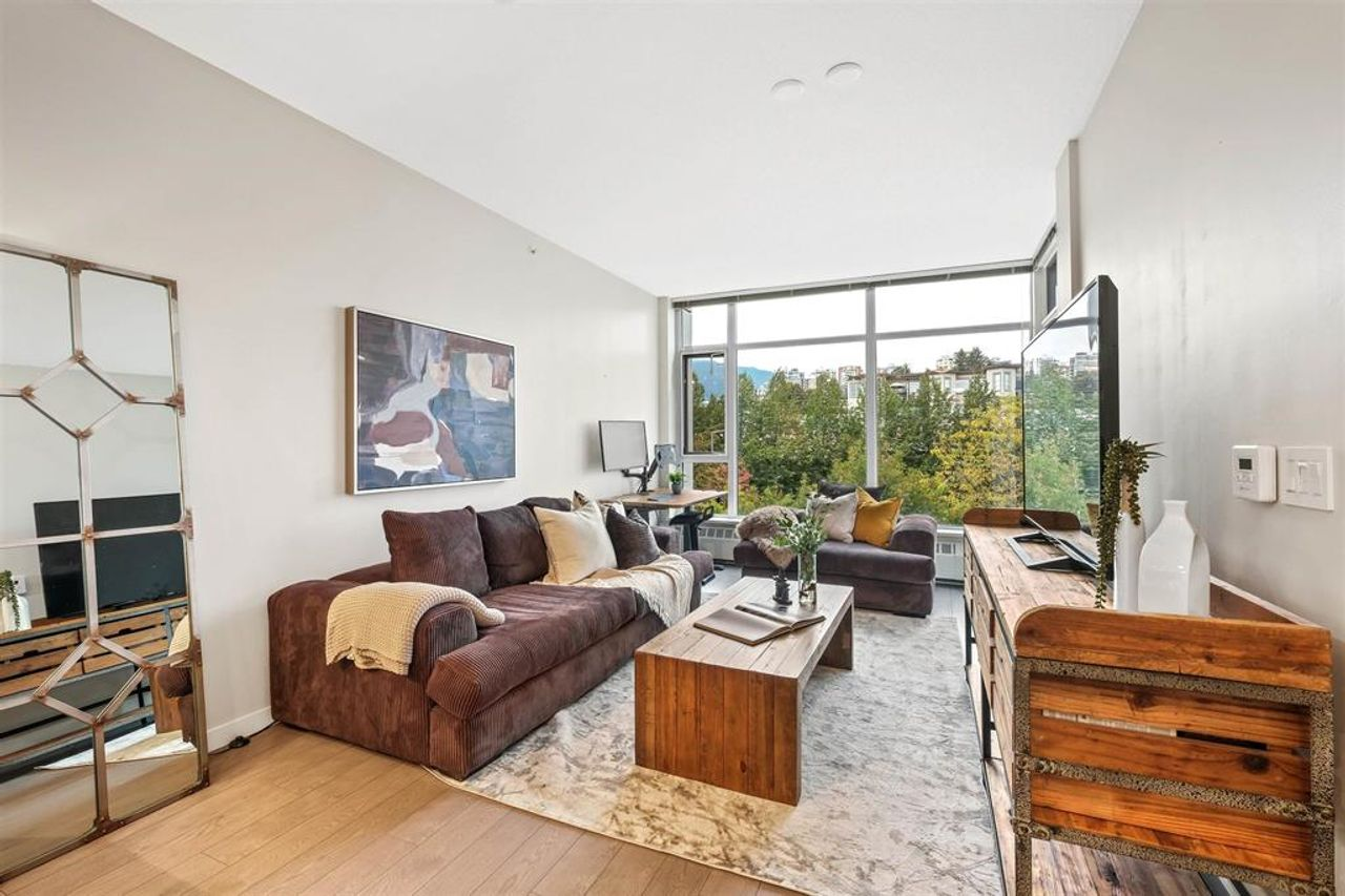 262641809-4 at 512 - 135 W 2nd Street, Lower Lonsdale, North Vancouver