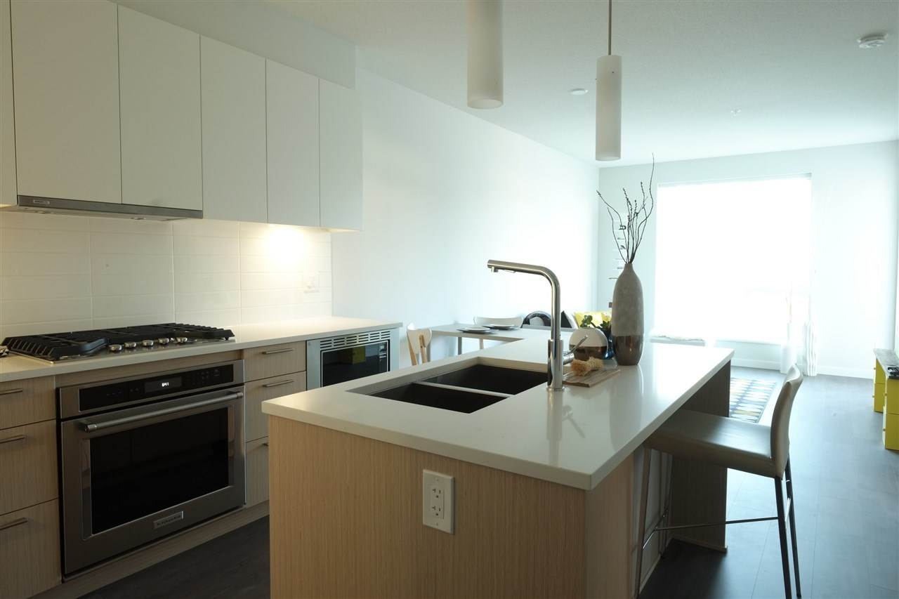10 at 210 - 625 E 3rd Street, Lower Lonsdale, North Vancouver