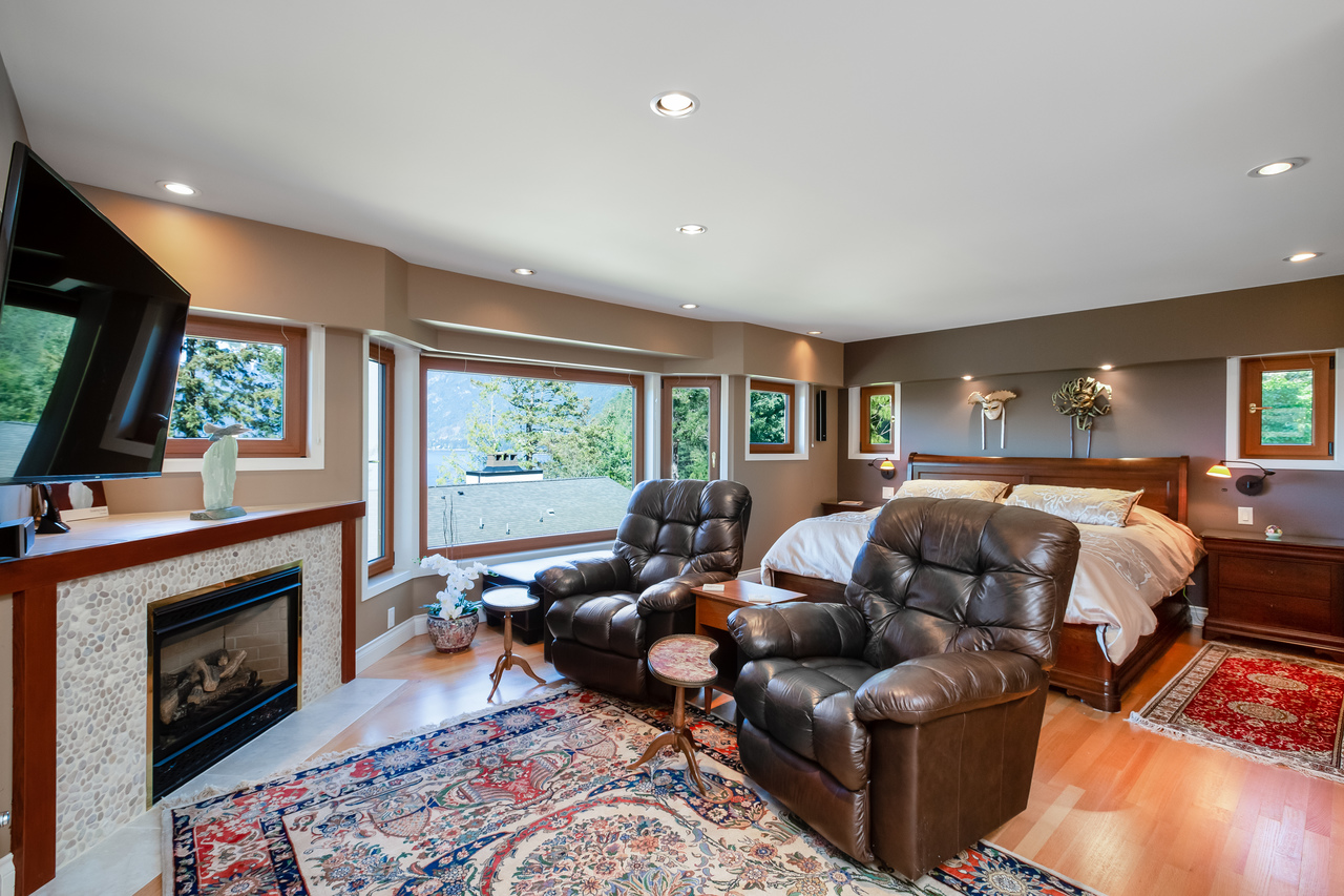 02 at 6860 Hycroft Road, Whytecliff, West Vancouver