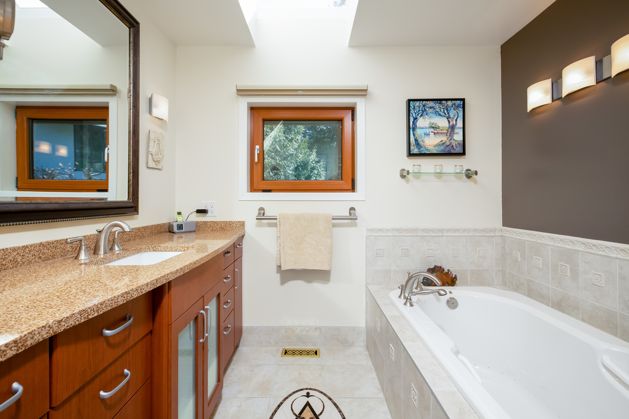 20 at 6860 Hycroft Road, Whytecliff, West Vancouver