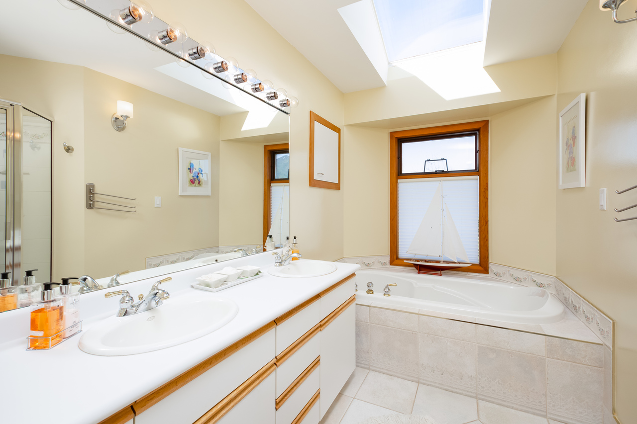 27 at 6860 Hycroft Road, Whytecliff, West Vancouver