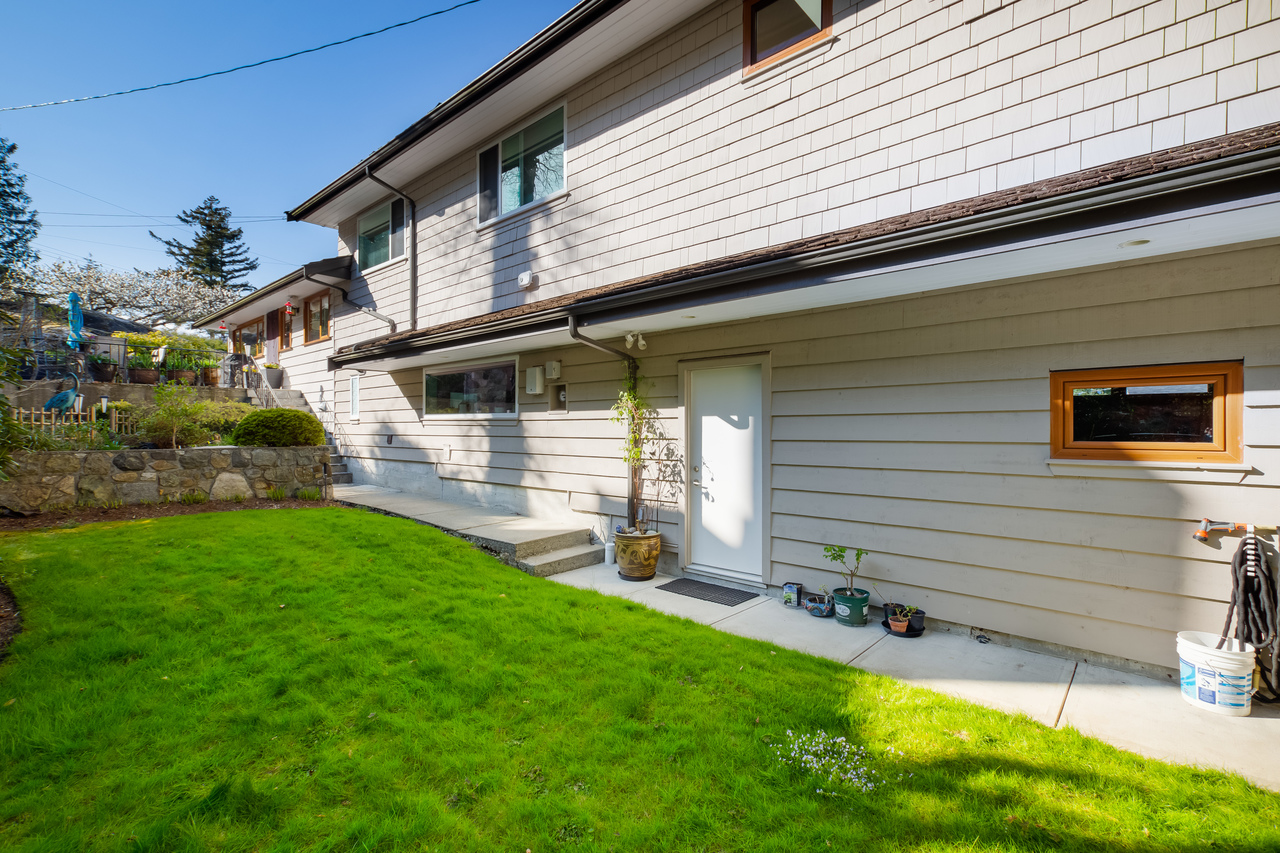 50 at 6860 Hycroft Road, Whytecliff, West Vancouver