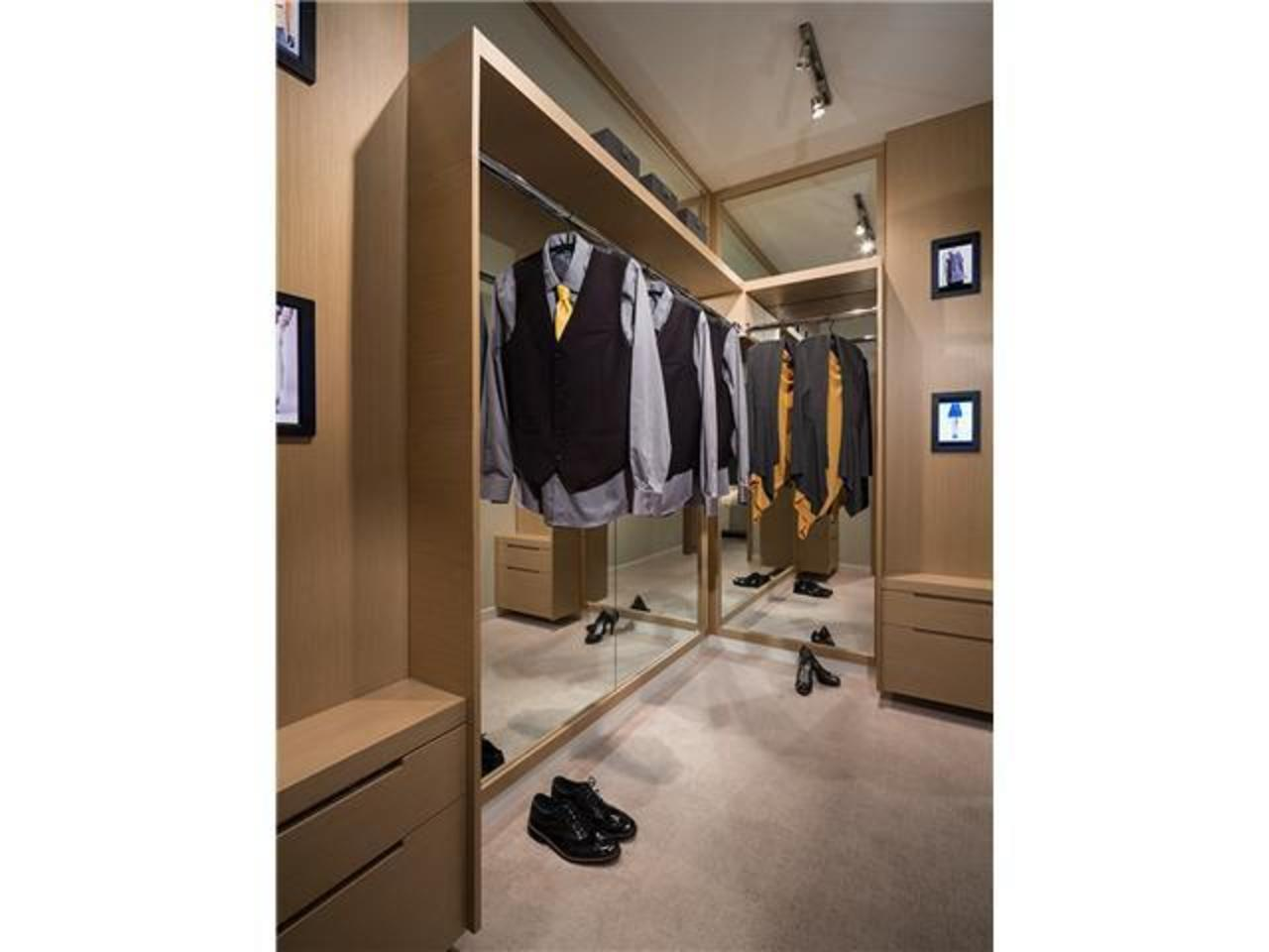 Walking-Closet at 512 - 255 W 1st Street, Lower Lonsdale, North Vancouver