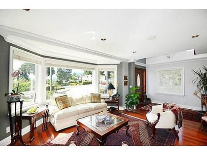 Living-Room at 2556 Chesterfield Avenue, Upper Lonsdale, North Vancouver