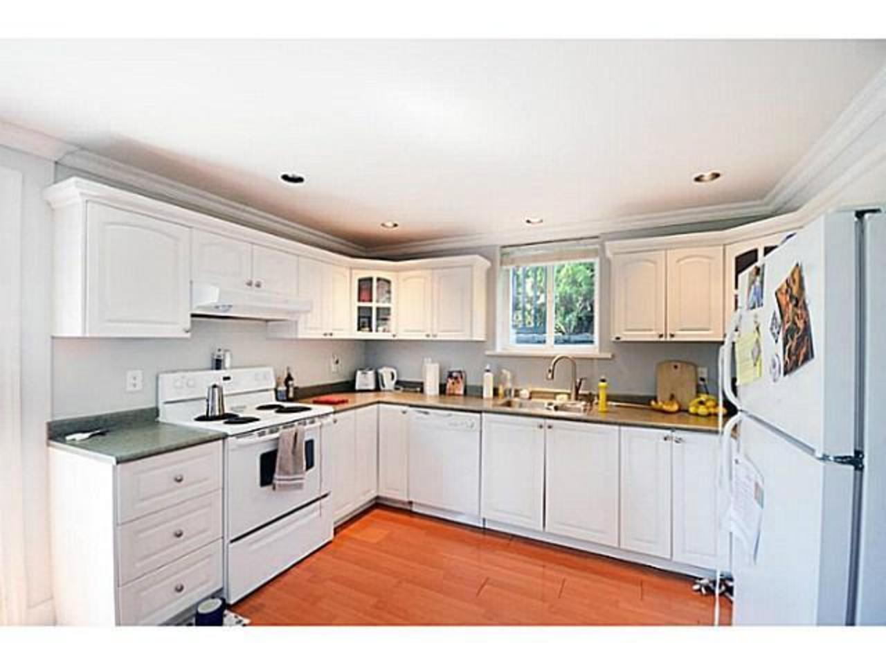 Suite-Kitchen at 2556 Chesterfield Avenue, Upper Lonsdale, North Vancouver