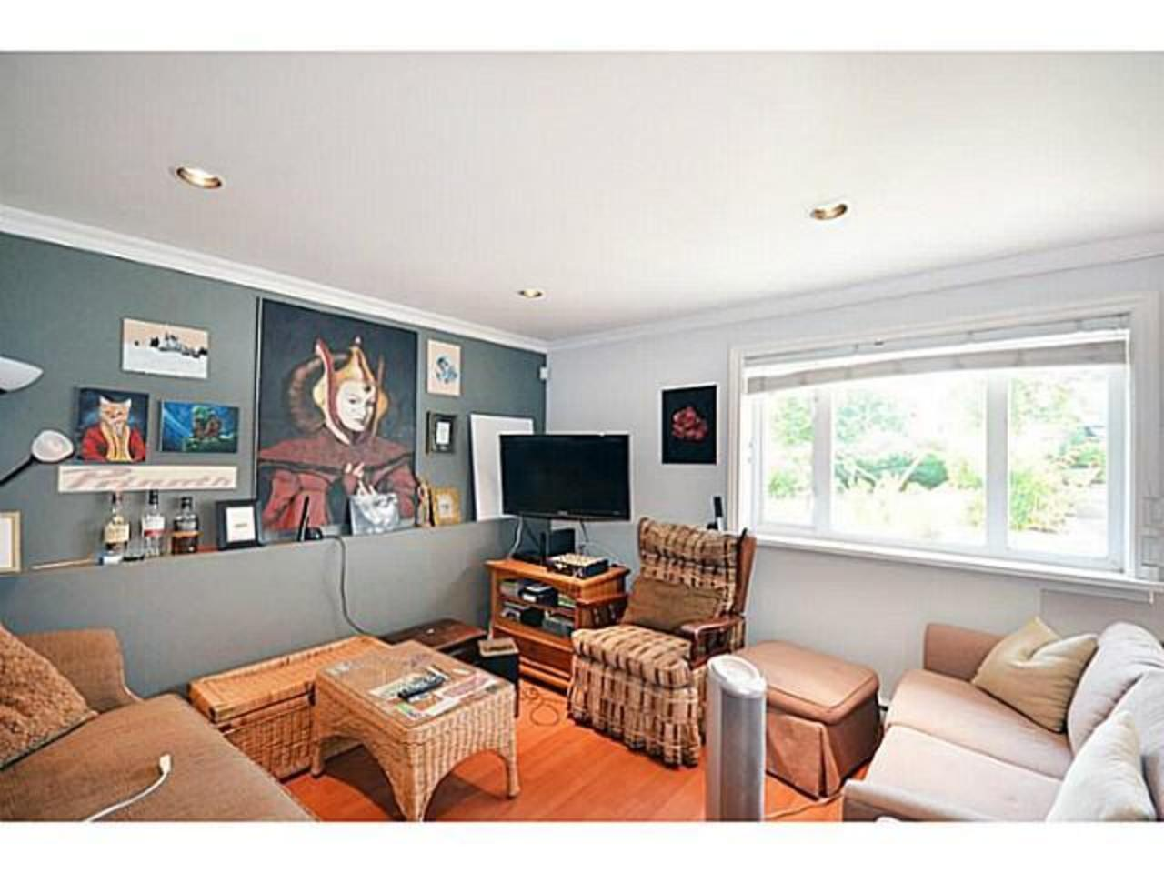 Suite at 2556 Chesterfield Avenue, Upper Lonsdale, North Vancouver