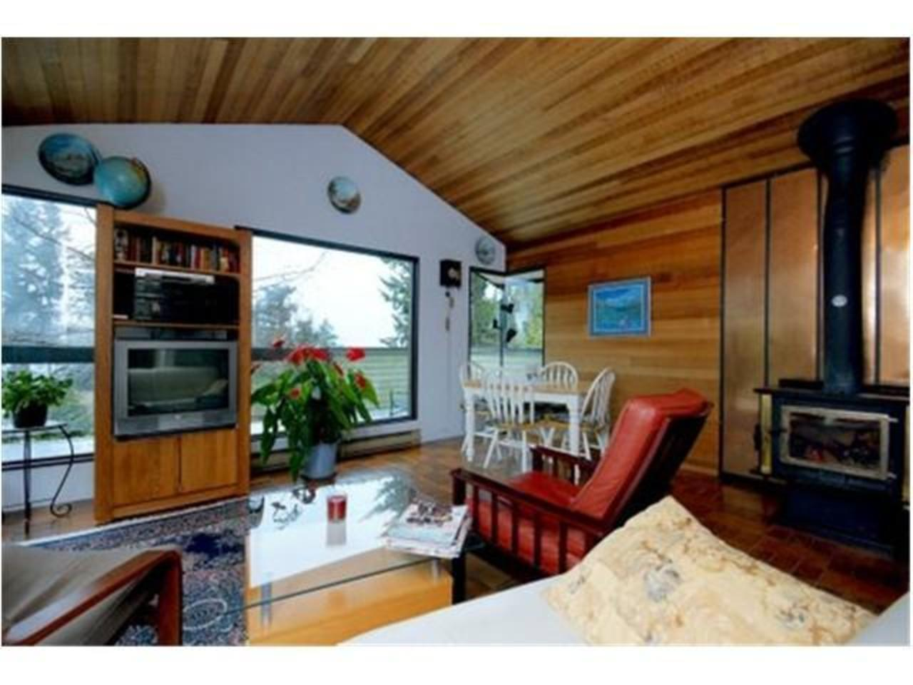 Living-Room at 570 Bayview Road, Lions Bay, West Vancouver