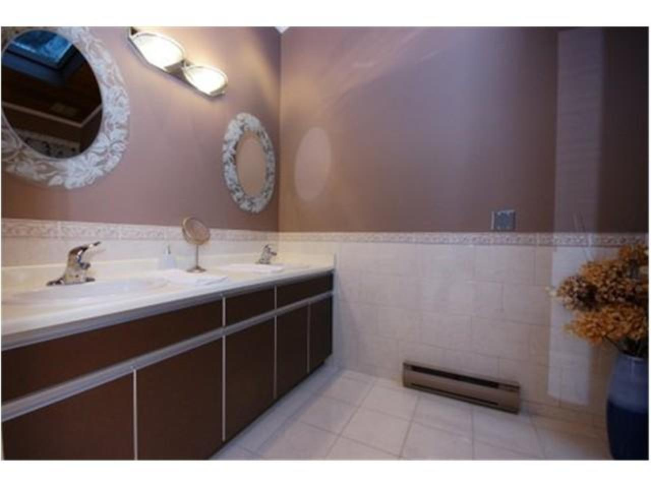 Master-Bathroom at 570 Bayview Road, Lions Bay, West Vancouver