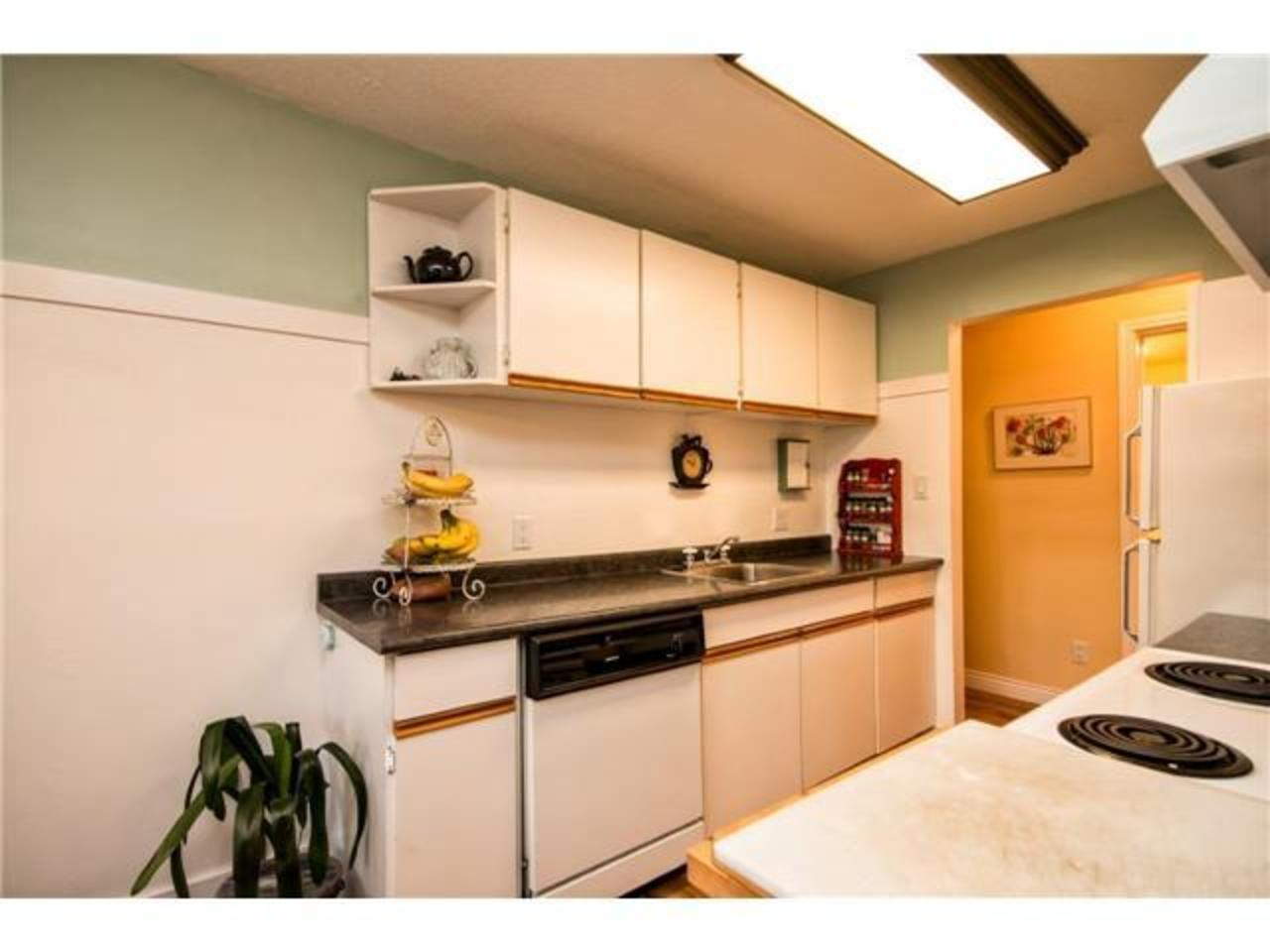 Kitchen at 52 - 912 Premier Street, Lynnmour, North Vancouver