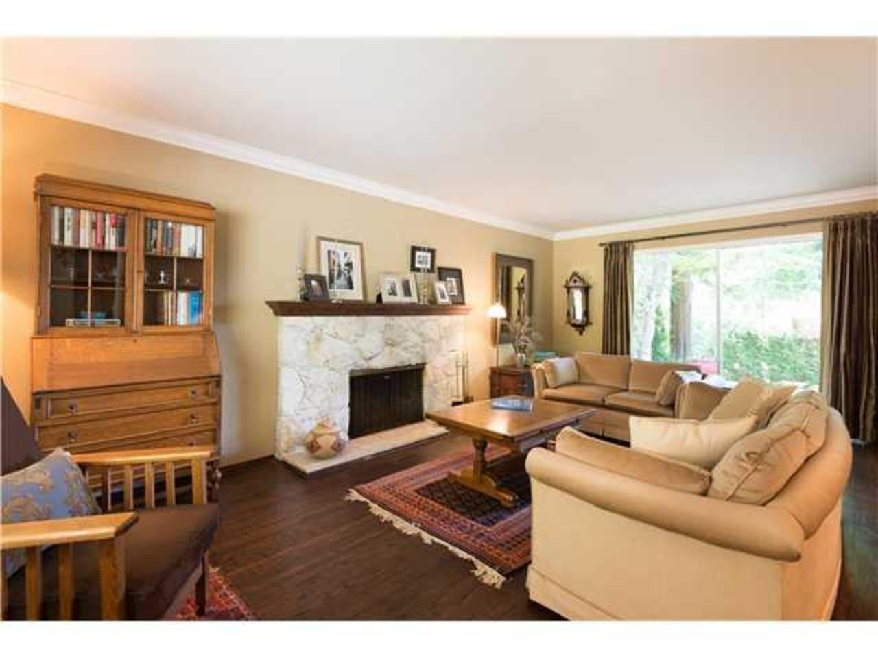 Living-Room at 5654 Westport Road, Eagle Harbour, West Vancouver