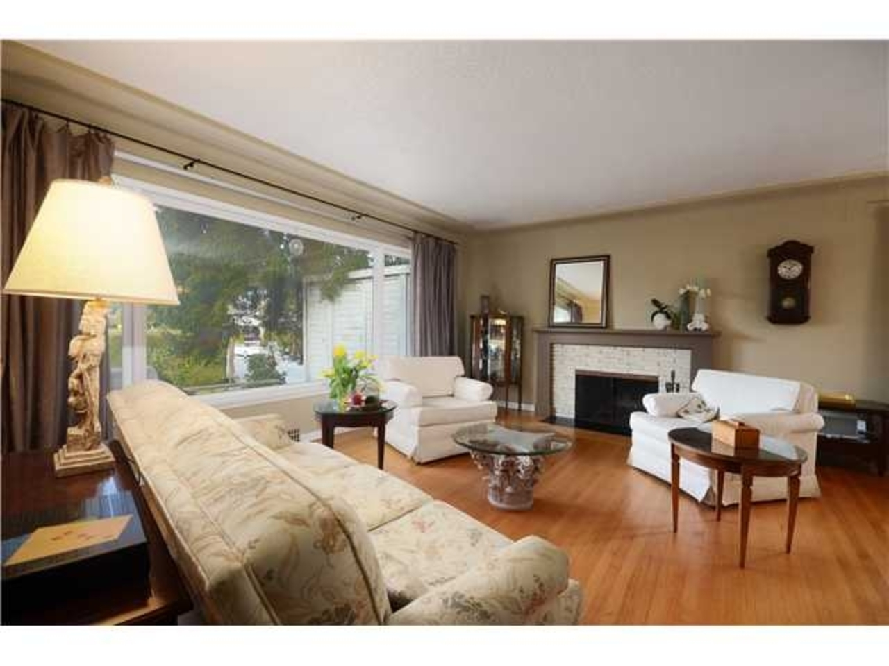 Living-Room at 2980 Thorncliffe Drive, Edgemont, North Vancouver
