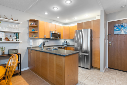 017 at 330 - 210 W 2nd Street, Lower Lonsdale, North Vancouver
