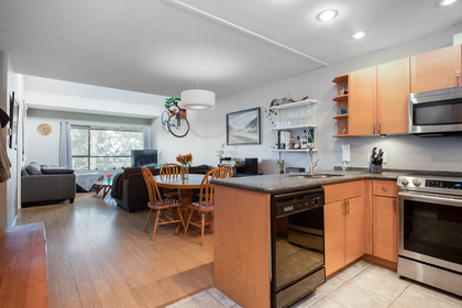 020 at 330 - 210 W 2nd Street, Lower Lonsdale, North Vancouver