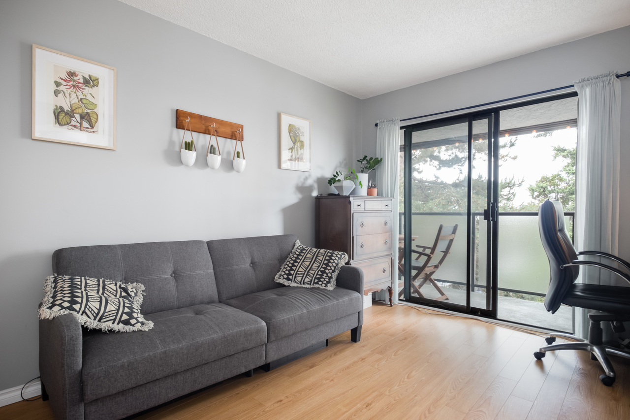 006 at 330 - 210 W 2nd Street, Lower Lonsdale, North Vancouver