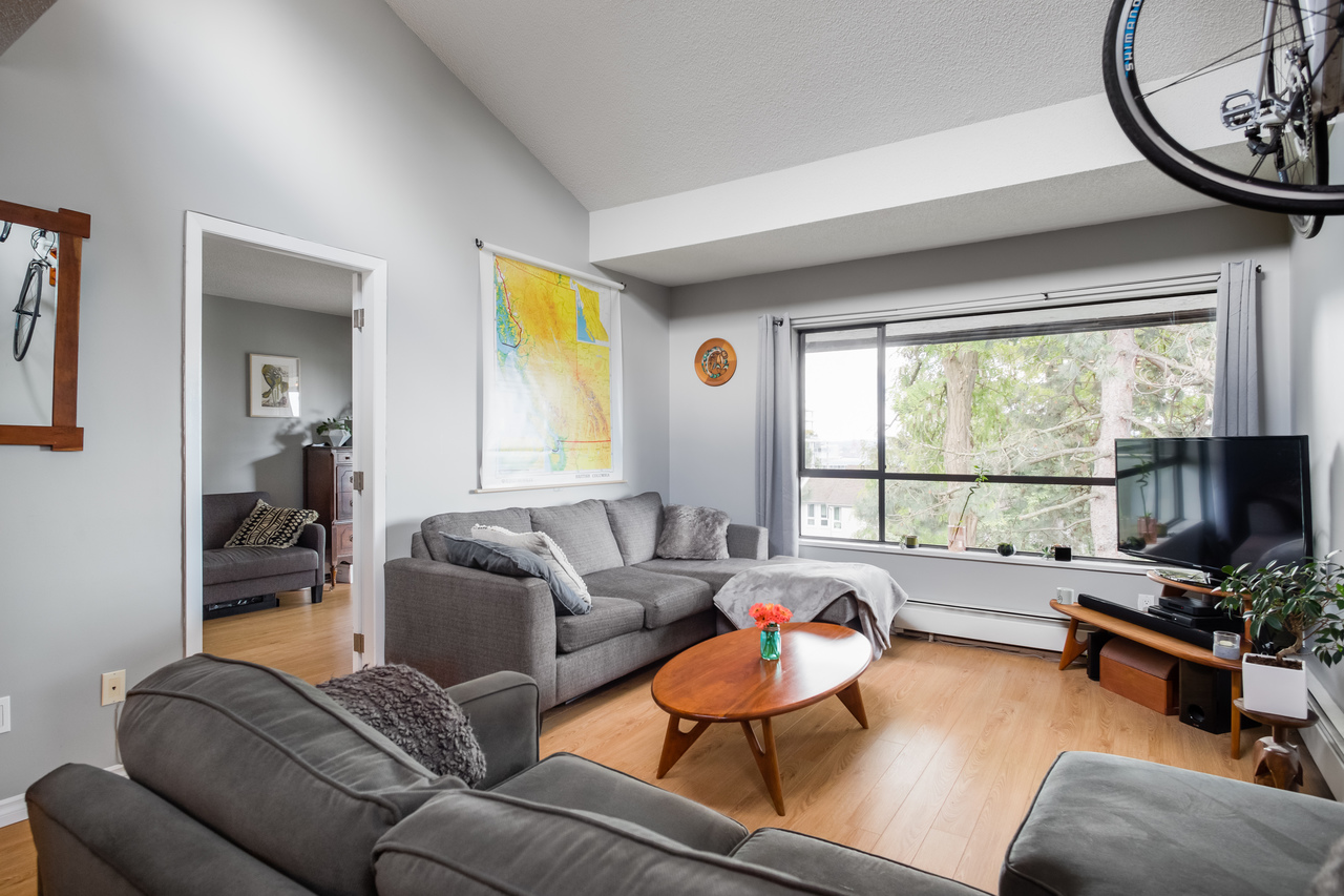 012 at 330 - 210 W 2nd Street, Lower Lonsdale, North Vancouver