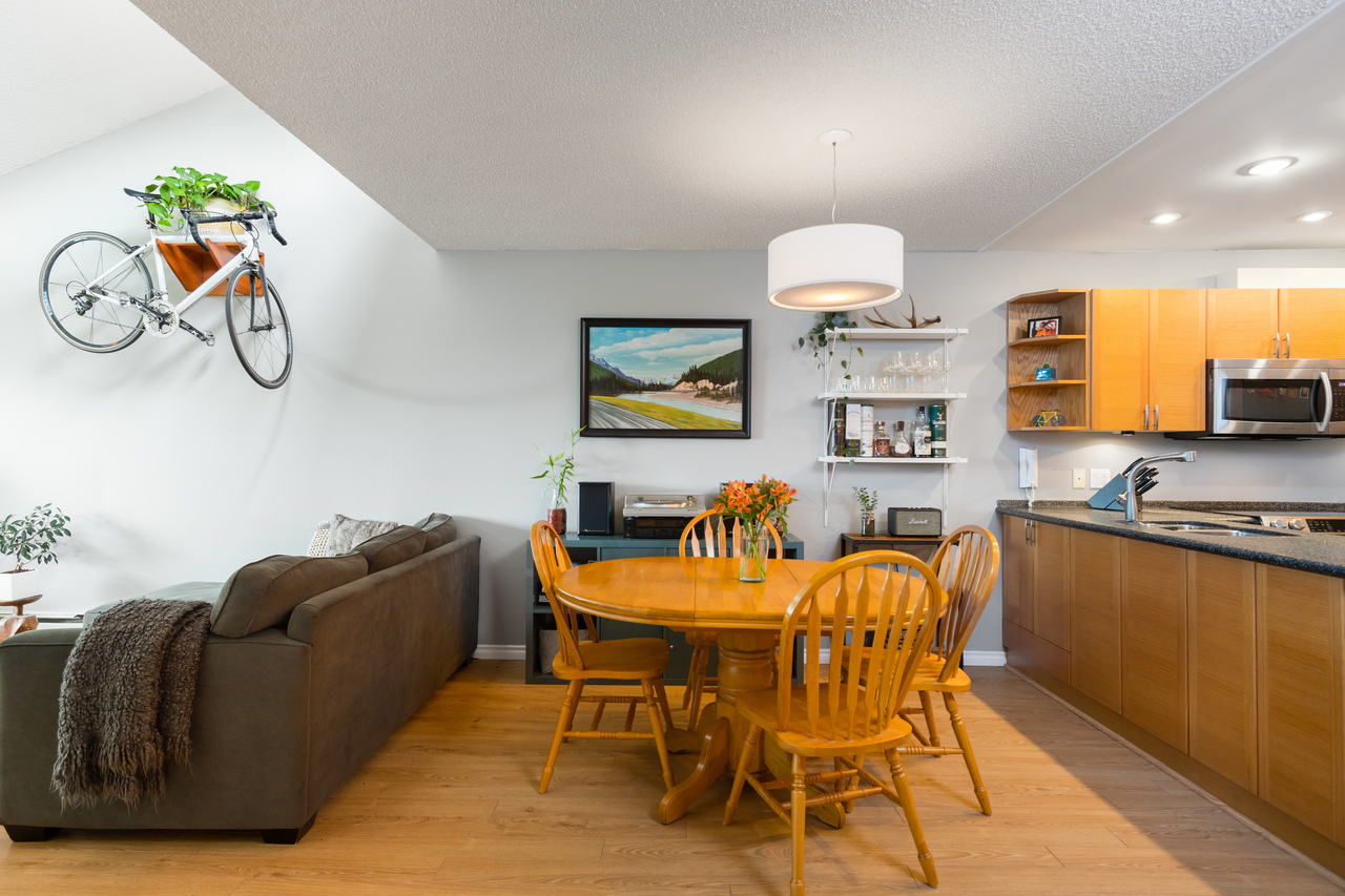 016 at 330 - 210 W 2nd Street, Lower Lonsdale, North Vancouver
