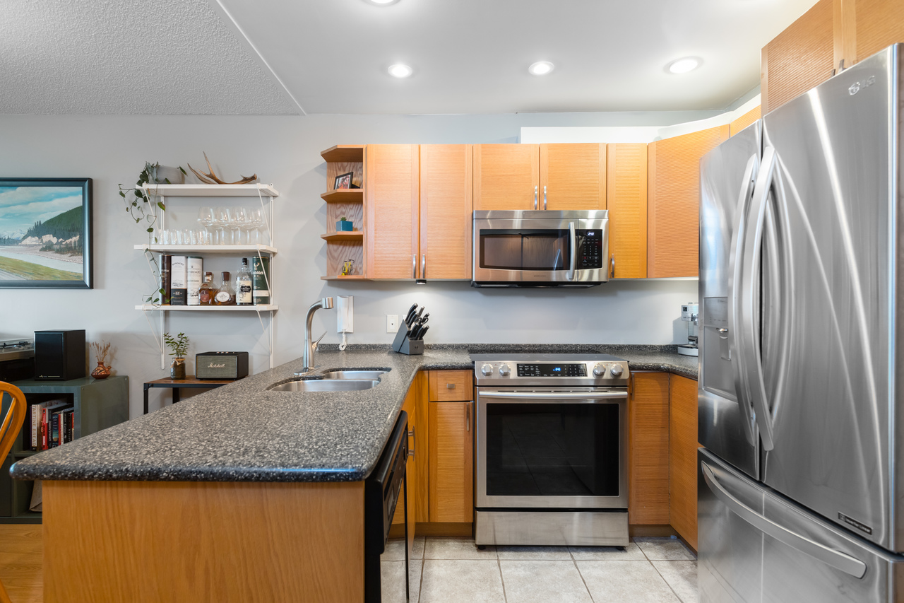 019 at 330 - 210 W 2nd Street, Lower Lonsdale, North Vancouver