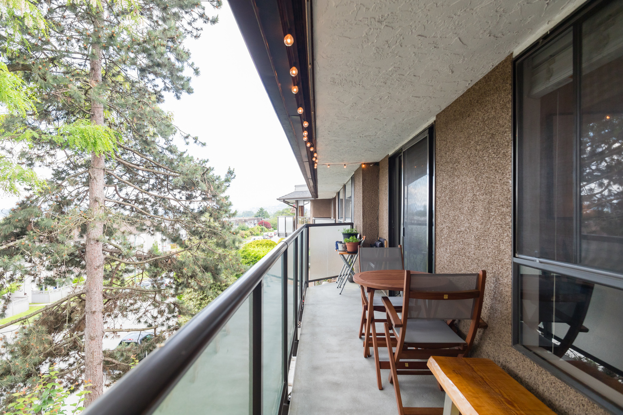 028 at 330 - 210 W 2nd Street, Lower Lonsdale, North Vancouver