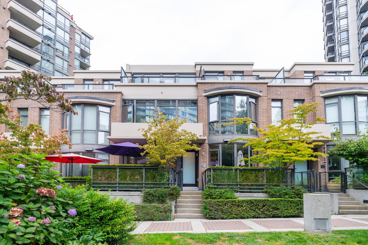02 at 162 West 1st Street, Lower Lonsdale, North Vancouver