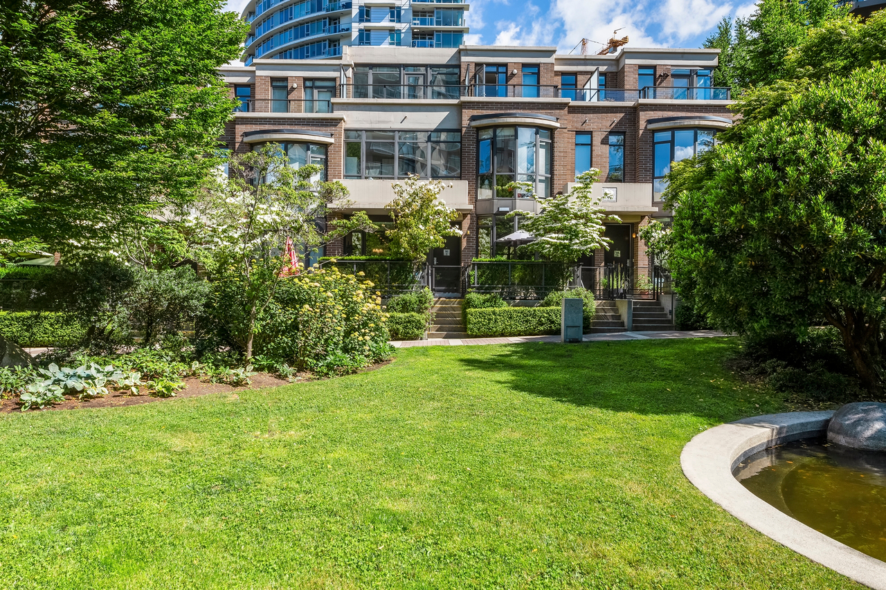 162w1-332 at 162 West 1st Street, Lower Lonsdale, North Vancouver