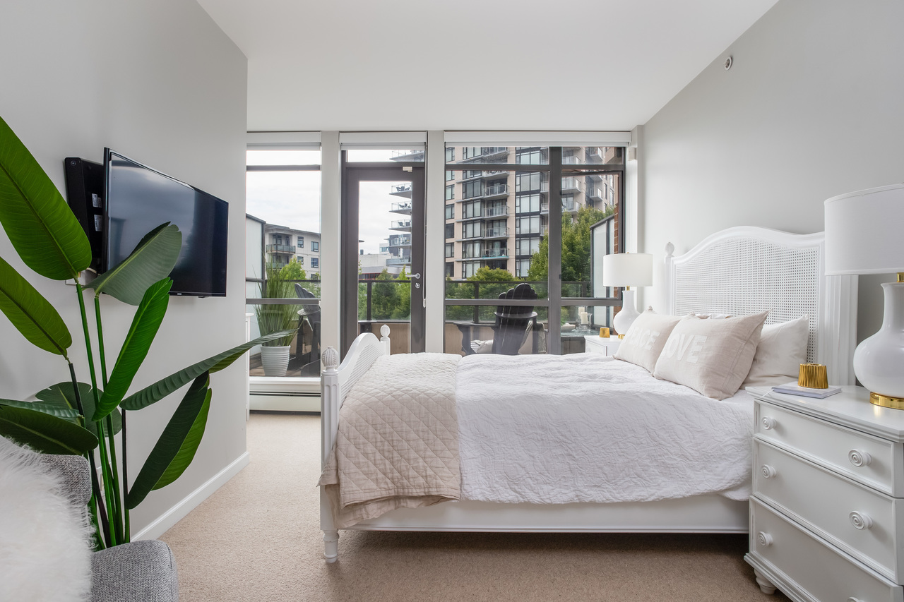 33 at 162 West 1st Street, Lower Lonsdale, North Vancouver
