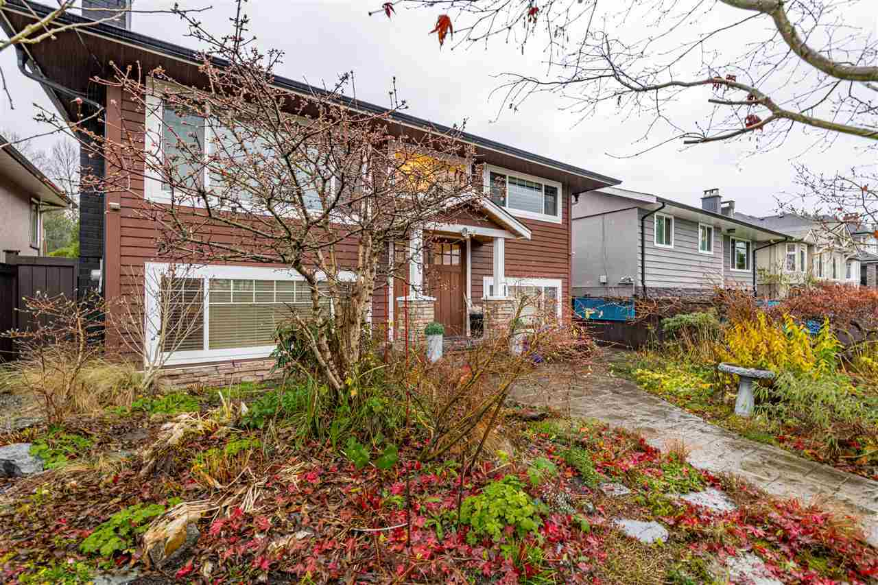 726-e-17-street-boulevard-north-vancouver-02 at 726 E 17 Street, Boulevard, North Vancouver