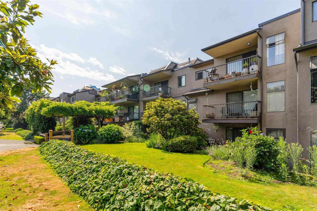 251-w-4th-street-lower-lonsdale-north-vancouver-17 at 201 - 251 W 4th Street, Lower Lonsdale, North Vancouver