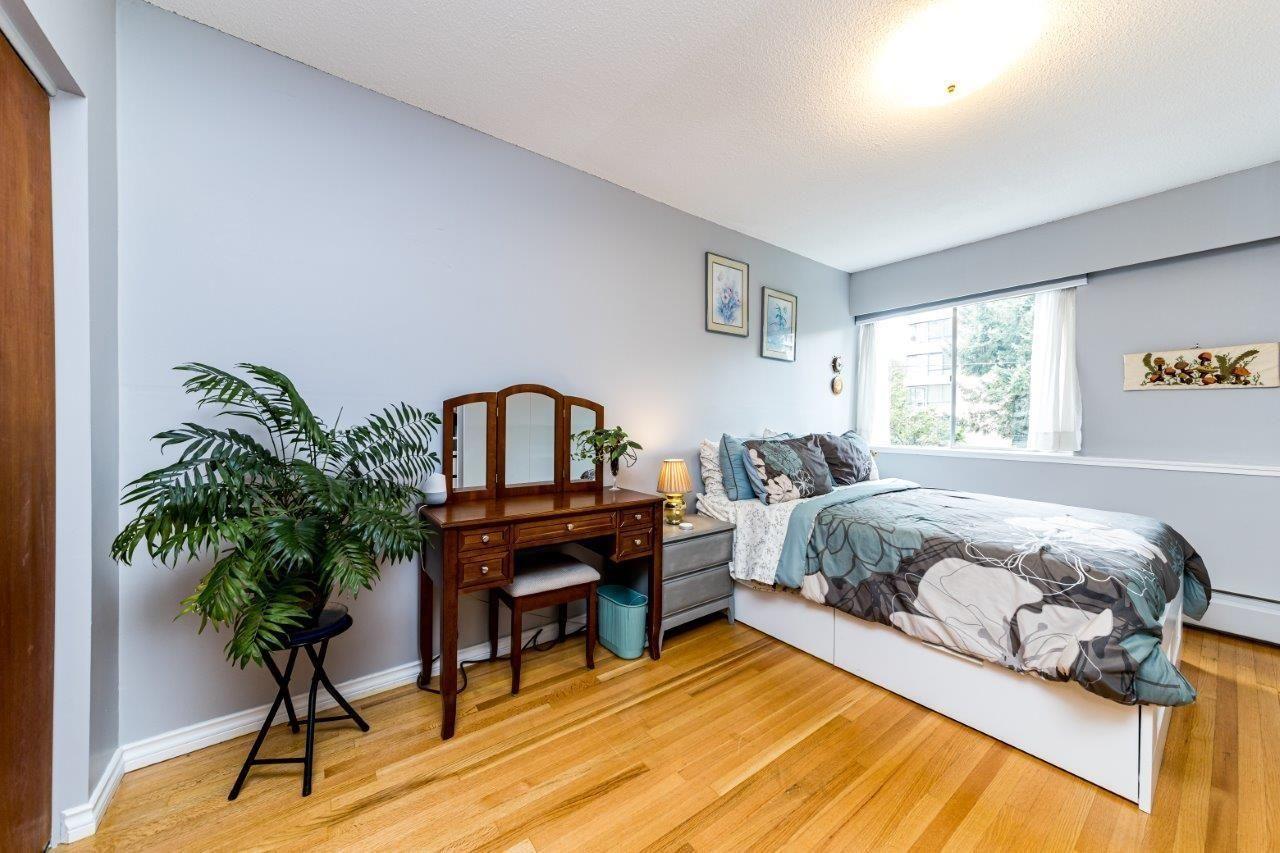 1425-esquimalt-avenue-ambleside-west-vancouver-06 at 115 - 1425 Esquimalt Avenue, Ambleside, West Vancouver