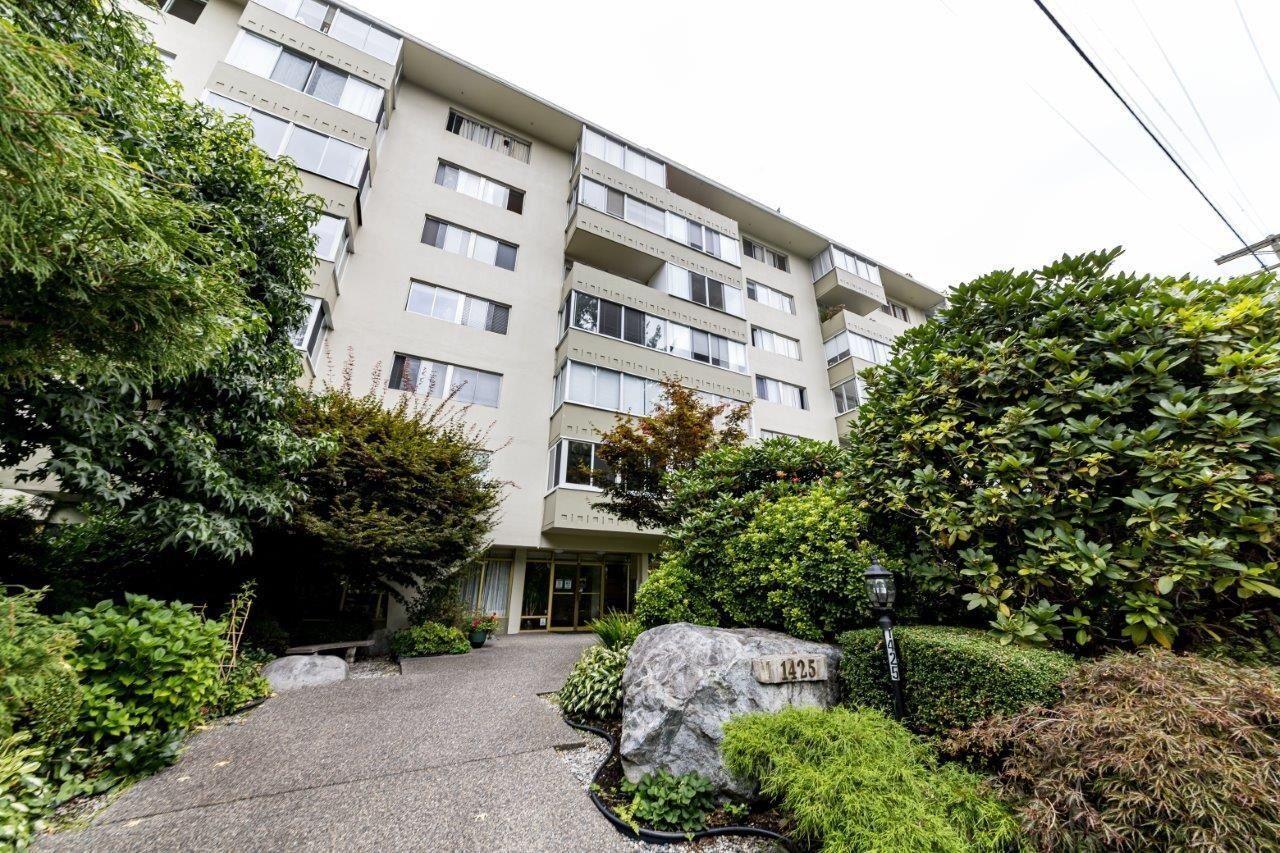 1425-esquimalt-avenue-ambleside-west-vancouver-18 at 115 - 1425 Esquimalt Avenue, Ambleside, West Vancouver