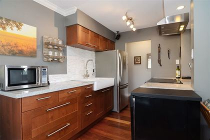 27th-1 at 204 - 107 W 27th St, Upper Lonsdale, North Vancouver