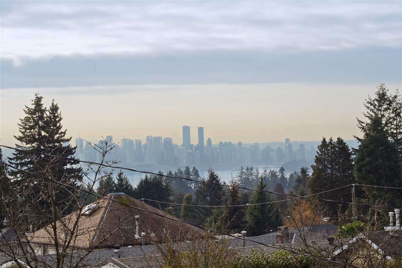 27th-15 at 204 - 107 W 27th St, Upper Lonsdale, North Vancouver