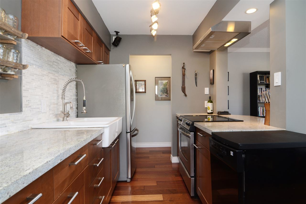 27th-2 at 204 - 107 W 27th St, Upper Lonsdale, North Vancouver