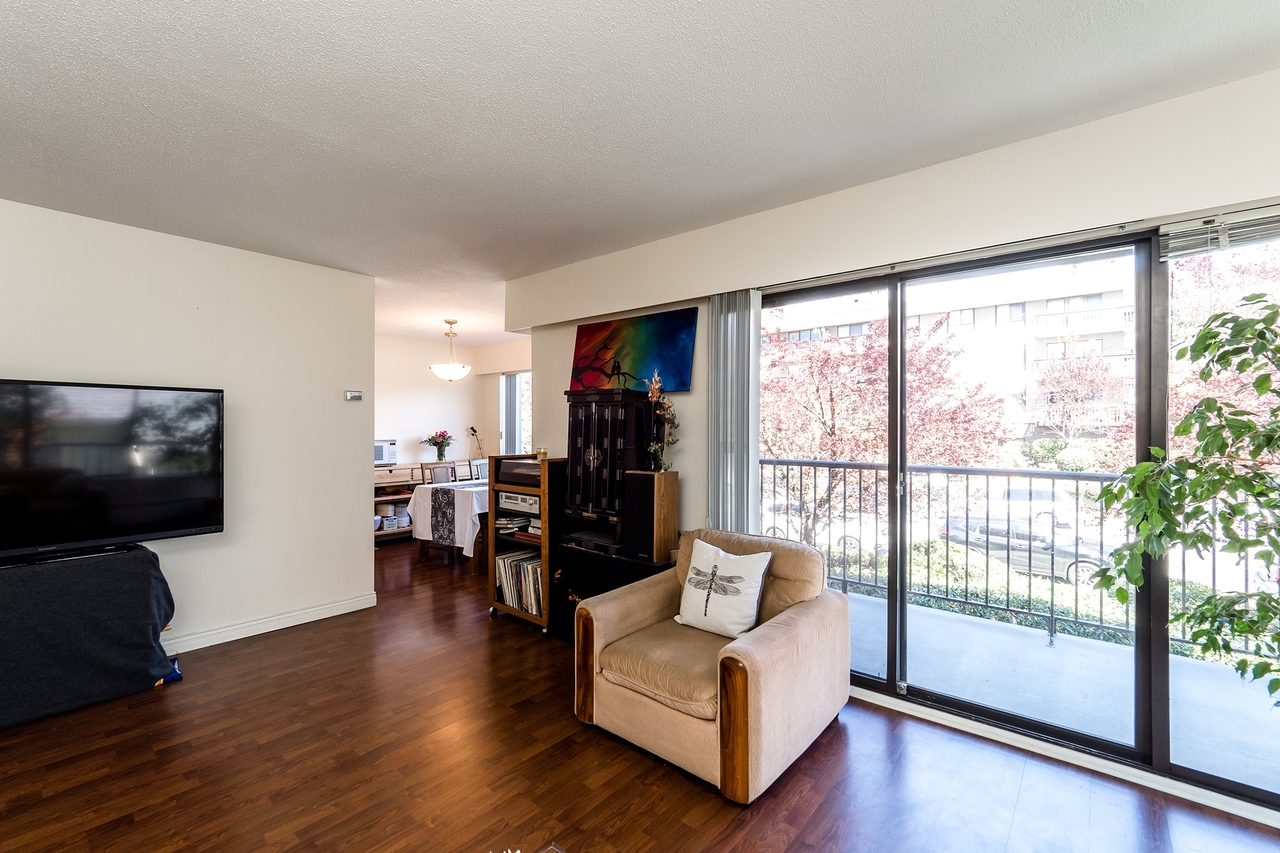 127e4-17 at 202 - 127 E 4th Street, Lower Lonsdale, North Vancouver