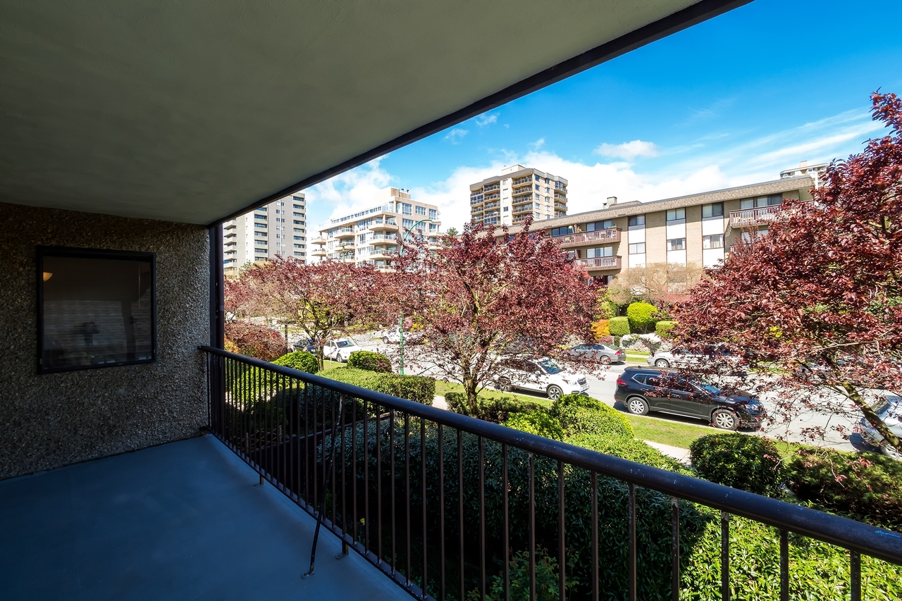 127e4-20 at 202 - 127 E 4th Street, Lower Lonsdale, North Vancouver
