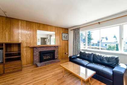 622-e-7th-street-queensbury-north-vancouver-03 at 622 E 7th Street, Queensbury, North Vancouver