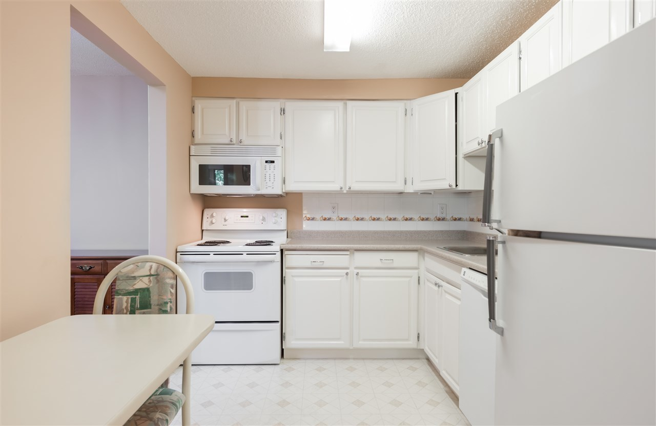 kitchen at 208 - 414 Draycott Road, Lynn Valley, North Vancouver