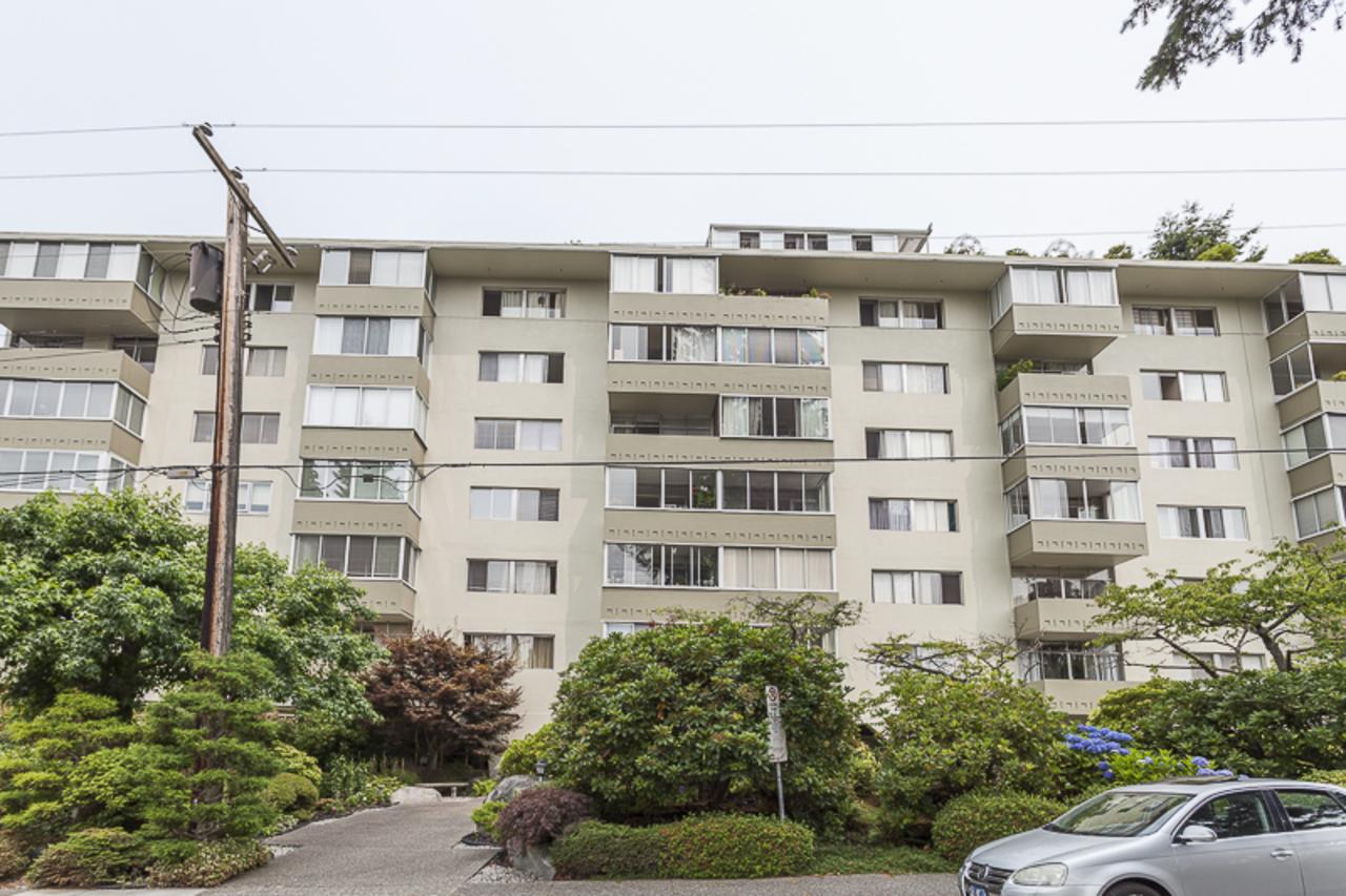 1425EsquimaltBLD at 406 - 1425 Esquimalt Ave, Ambleside, West Vancouver