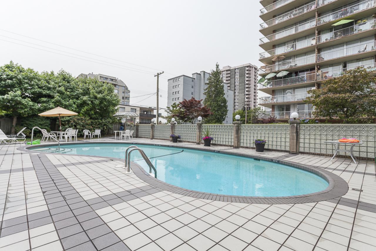 1425EsquimaltOUTDOORPOOL at 406 - 1425 Esquimalt Ave, Ambleside, West Vancouver