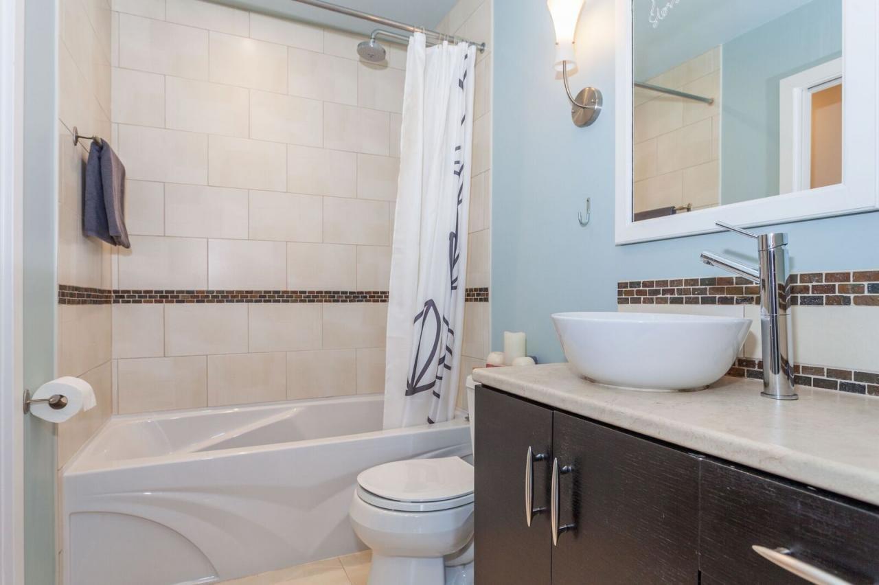 206E15-bath.jpeg at 319 - 206 E 15th, Central Lonsdale, North Vancouver
