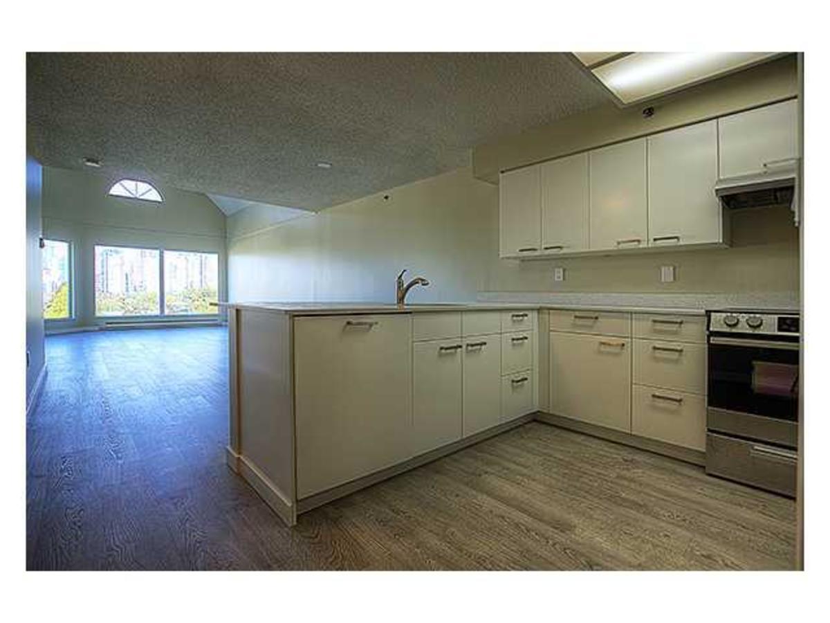 V986273_401_18 at 207 - 1345 4th, False Creek, Vancouver West