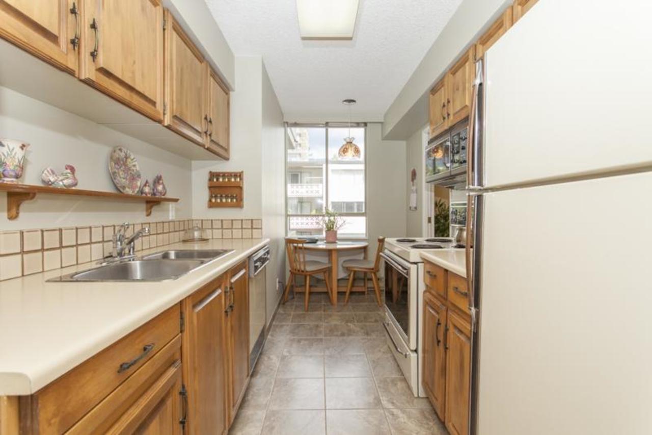 Kitchen at 402 - 1485 Duchess, Ambleside, West Vancouver