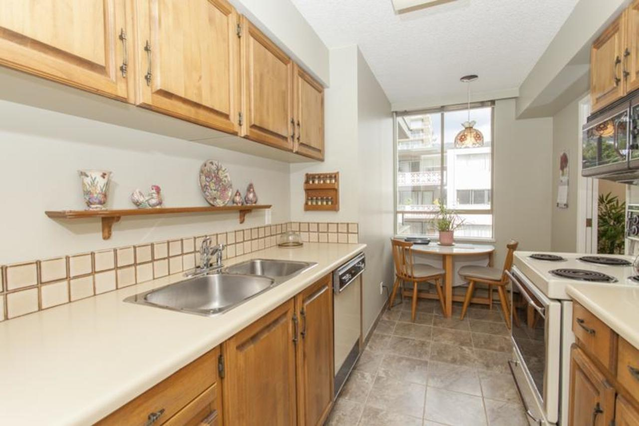Kitchen2 at 402 - 1485 Duchess, Ambleside, West Vancouver