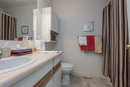 Main Bathroom at 12220 234 Street, East Central, Maple Ridge